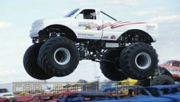 USA-1 4x4 Monster Truck (Snap Kit) - AMT