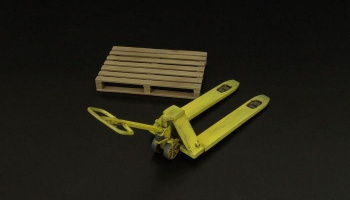 1/32 Pallet truck w- palette Resin kit of pallet truck with palette