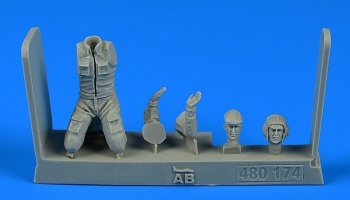 1/48 Soviet Aircraft Mechanic - the period of the