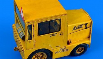 1/32 UNITED TRACTOR GC-340-4 A9 Cab-LPG