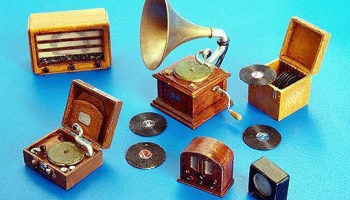 1/35 Gramophones and Radios
