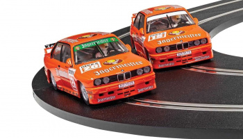 Autíčko Limited Edition SCALEXTRIC C4110A - BMW E30 M3 - Team Jagermeister Twin Pack (1:32)