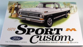 Ford Sport Custom Pickup - Moebius Models