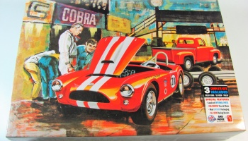 Grand Prix Cobra Racing Team: Shelby Cobra Race Car, Ford Pickup Truck, Trailer - AMT