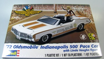 Oldsmobile Indy 500 Pace Car + Figure Linda Vaughn - Revell