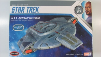 Star Trek Deep Space Nine USS Defiant - Polar Lights